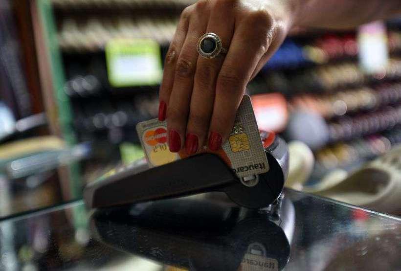 Empresas Visa e Mastercard se comprometeram em 40% as taxas de câmbio aplicadas aos pagamentos feitos com cartões emitidos fora da Europa. Foto: Ed Alves/CB/D.A Press