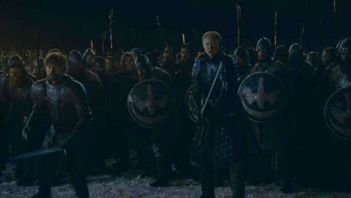 Exército dos vivos em posição de combate para encarar a tropa de zumbis do Rei da Noite na Grande Batalha de Winterfell. Foto: HBO/Divulgação