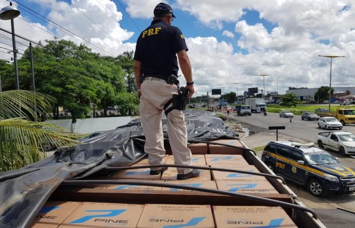 O transporte estava indo do Ceará em direção a Bahia. Foto: Divulgação/PRF. (O transporte estava indo do Ceará em direção a Bahia. Foto: Divulgação/PRF.)
