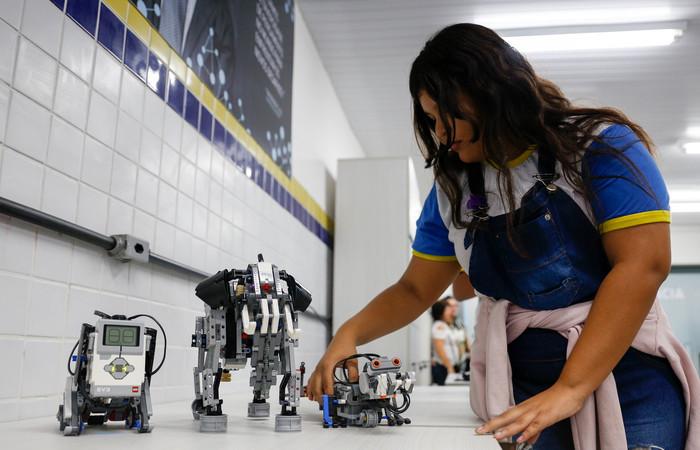 Rayane vê o laboratório como oportunidade de aprender mais. Foto: Leandro Santana/Esp. DP