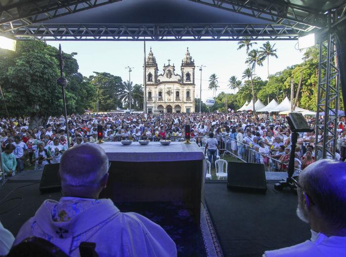 Arcebispo Dom Fernando Saburido presidiu as celebrações. Foto: Bruna Costa / Esp. DP Foto