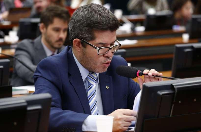 Delegado Waldir, líder do PSL na Câmara, vai sugerir a inclusão dos guardas municipais nas regras diferenciadas. Foto: Cleia Viana/Câmara dos Deputados