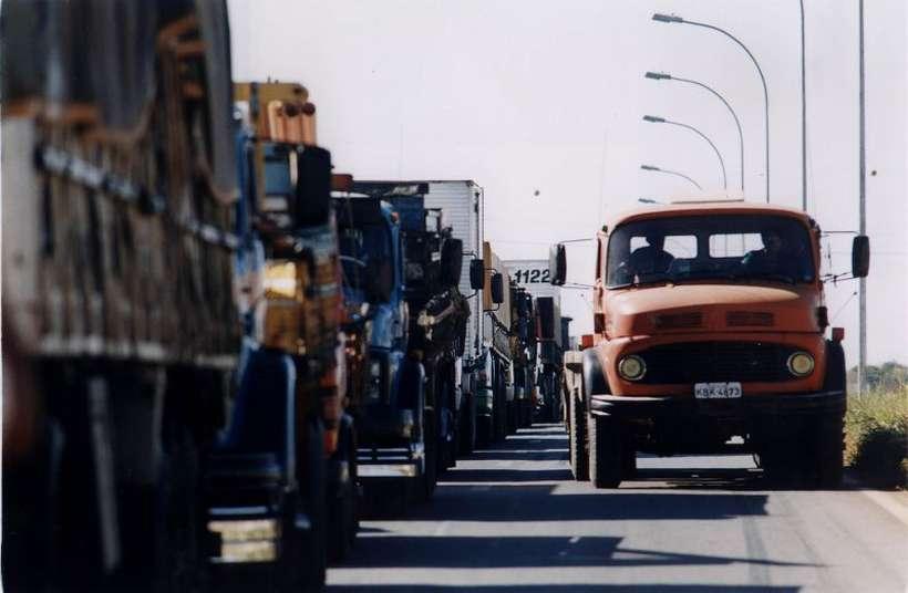 Em 2018, greve dos caminhoneiros deixou país parado e enfraqueceu a gestão de Michel Temer. Foto: Raimundo Pacco/CB/DA. Press