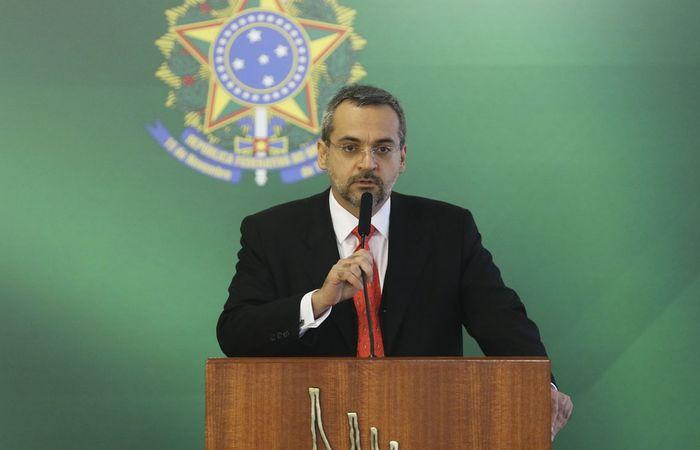 O ministro da Educação Abraham Weintraub anunciou cortes nessa terça (30). Foto: Valter Campanato/Agência Brasil.
