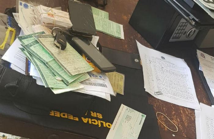 980b86dee03e PF chega a suspeito de comercializar cédulas falsas e cartões ...