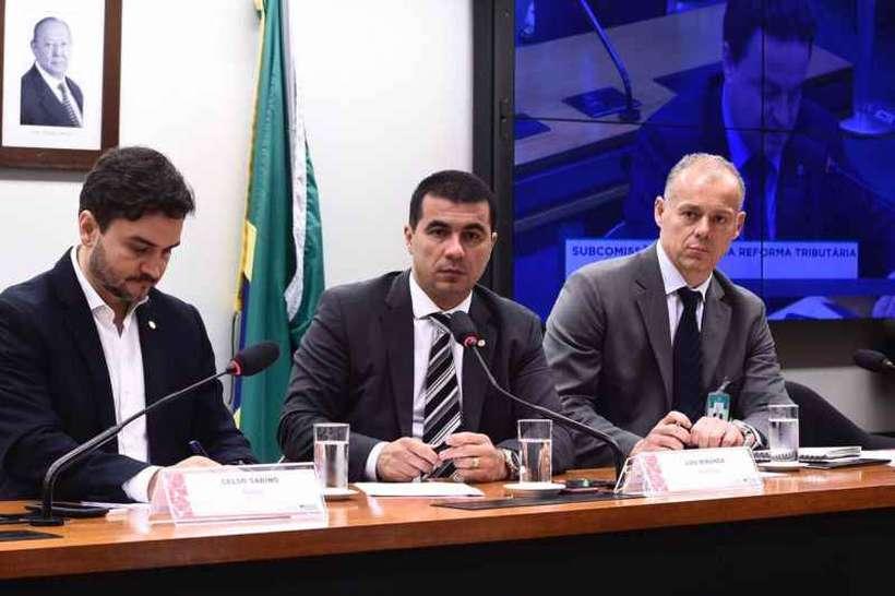 O deputado Luis Miranda (C) comanda a Subcomissão Especial da Reforma Tributária: trabalho à sombra da tramitação da PEC da Previdência. Foto: Toninho Barbosa/Divulgação
