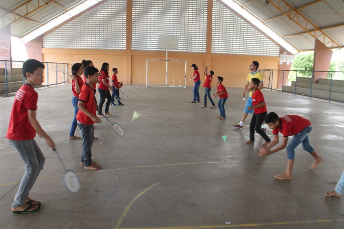 Alunos da Escola Municipal Cônego Luiz Gonzaga são destaque nas competições de badminton. Crédito: Roberto Arrais/Divulgação