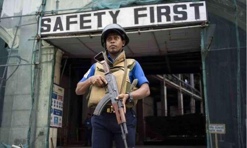 """""""Segurança primeiro"""", diz o letreiro na capital cingalesa: alvo inesperado. Foto: Jewel Samad/AFP"""