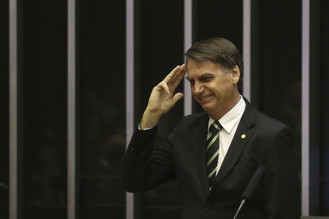 A Sílvio Santos, ele diz que em breve vai encaminhar MP ao Congresso. Foto: José Cruz/Agência Brasil