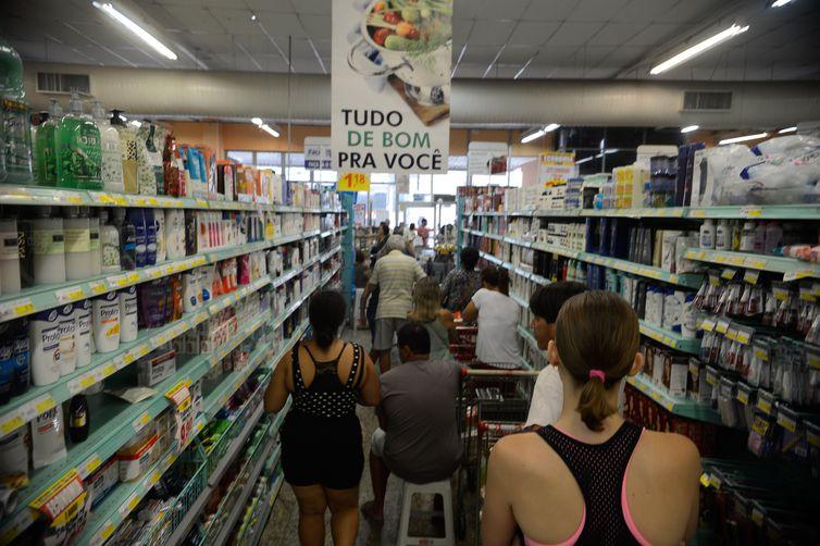 Queda da inflação foi puxada pelos preços no atacado e no varejo. Foto: Arquivo/Tânia Rêgo/Agência Brasil