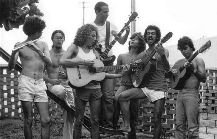 Banda Flor de Cactus, década de 70. Em destaque, Lenine no violão de camiseta branca. Foto: Reprodução da Internet
