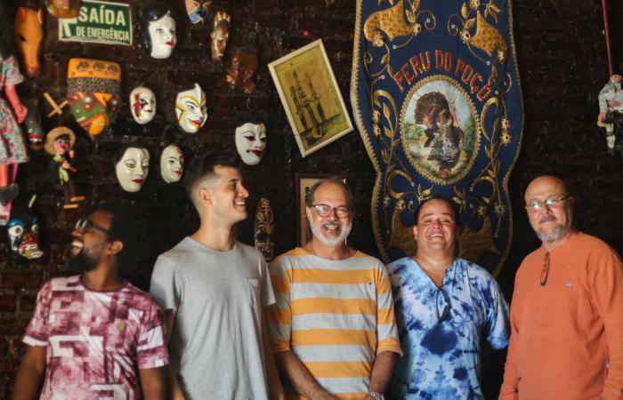 Leo Araújo, Rafael Aragão, George Aragão, Bruno Simpson e Caca Barreto são alguns integrantes da atual formação da Flor de Cactus. Foto: Flor de Cactus/Divulgação