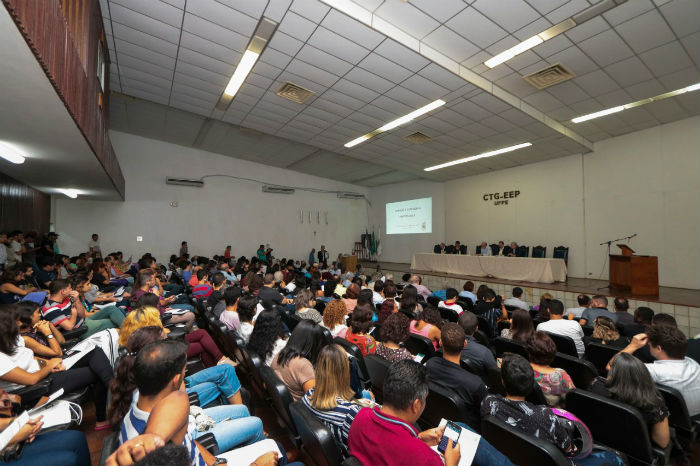 Reunião entre reitores e comunidades acadêmicas aconteceu nesta tarde. Foto: Tarciso Augusto/Esp. DP.