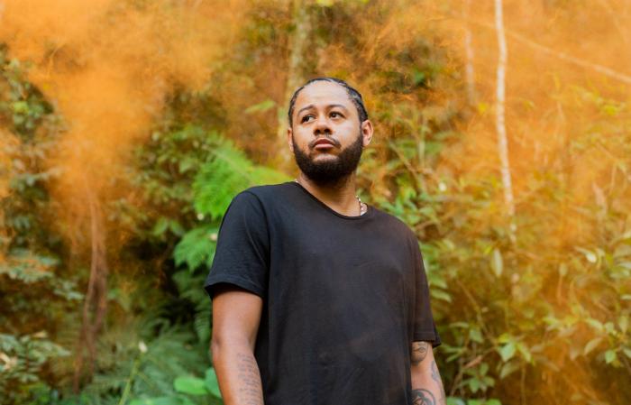 Emicida lança primeira música após experiência na África. Foto: Victor Balde/Divulgação