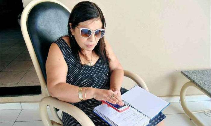 Antônia Aparecida Silva, pedagoga e psicóloga, já usa aplicativos e defende maior inclusão. Foto: Luiz Ribeiro/EM/D.A press