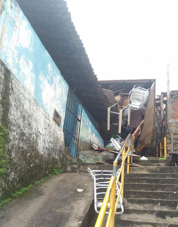Acidente ocorreu na manhã deste domingo (12) e não deixou feridos. Foto: Prefeitura do Cabo / Divulgação