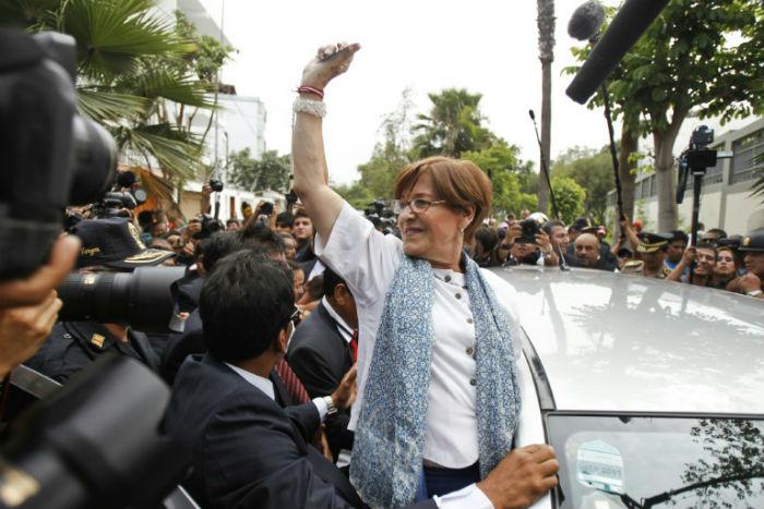 A então prefeita de Lima Susana Villaran (C), em 17 de março de 2013 na capital peruana. Foto: AFP / Ernesto Benavides
