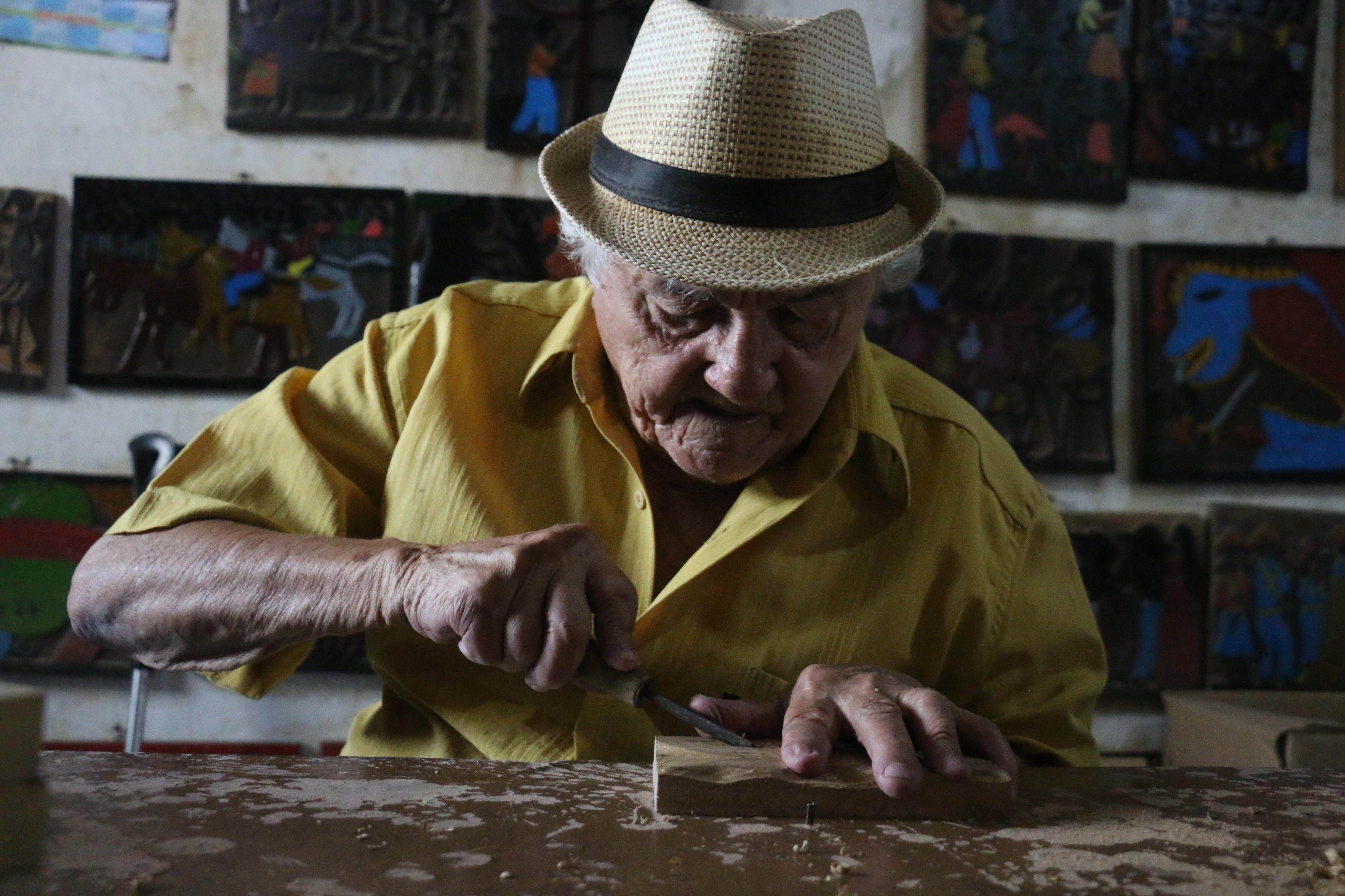 O xilogravurista J.Borges é Patrimônio Vivo de Pernambuco. Crédito: Gabriel Melo Esp DP