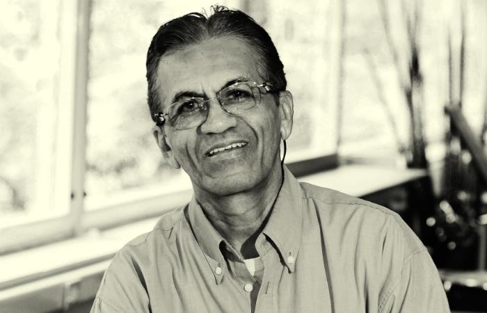Lourival Holanda, que nasceu em Bodocó, no Sertão de Araripe, cursou filosofia na França e concluiu doutorado na USP. Foto: Cepe/Divulgação