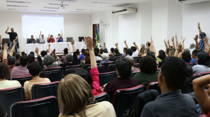 Professores da UFPE deliberaram por unanimidade a adesão à Greve Nacional da Educação. Foto: Adufepe/Divulgação.