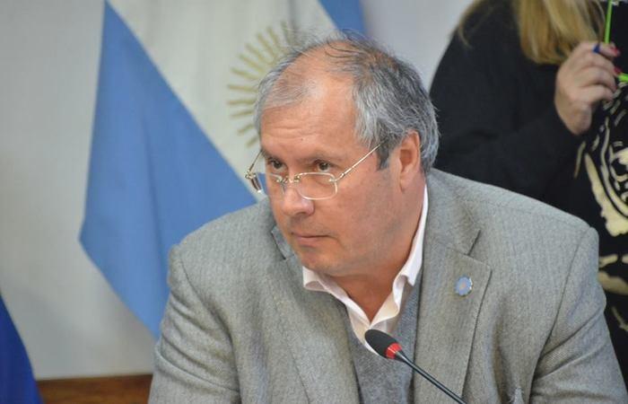 O deputado Hector Olivares e um funcionário público foram abordados em frente ao Congresso argentino na quinta-feira passada. Foto: Reprodução/Facebook (Foto: Reprodução/Facebook)
