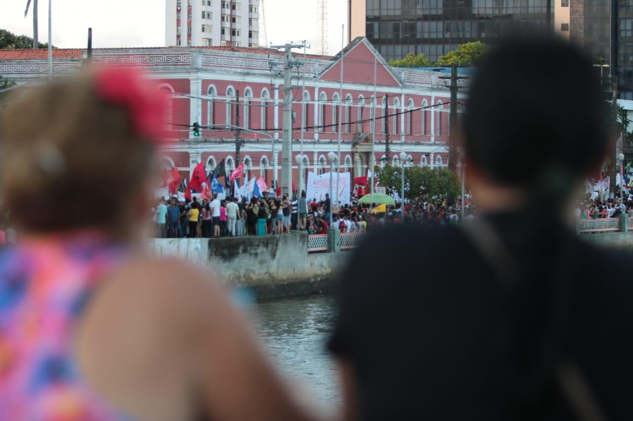 Protesto seguiu pela Rua da Aurora até o Pátio do Carmo. Foto: Tarciso Augusto/Esp.DP.