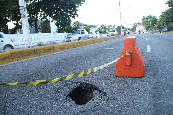 Trecho no sentido cidade/subúrbio ficará isolado de 10 a 15 dias. Foto: Sandro Barros/ Prefeitura de Olinda