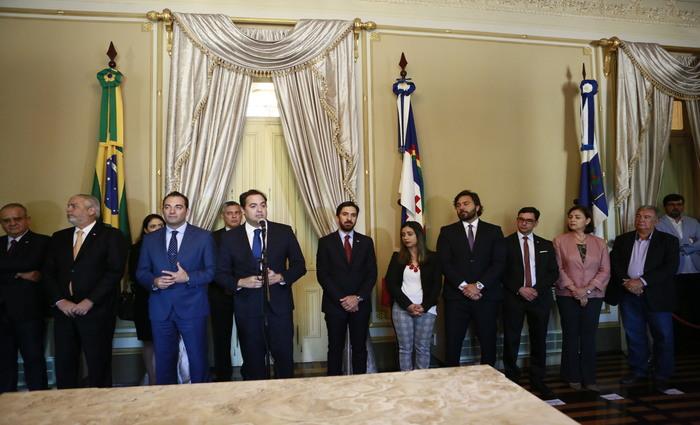 Governador Paulo Câmara e o CEO Antonio Filosa fizeram o anúncio no Palácio do Campo das Princesas. Foto: Heudes Regis/SEI/Divulgação