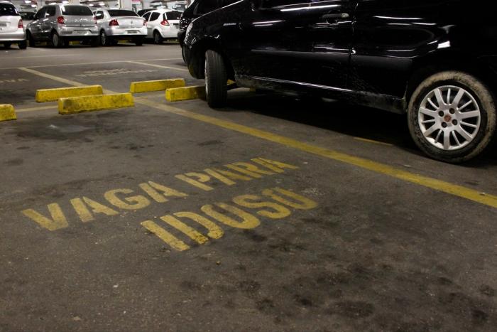 Estacionar em vagas prioritárias sem a devida necessidade é multa gravíssima. Foto: Paulo Paiva/DP Foto. (Estacionar em vagas prioritárias sem a devida necessidade é multa gravíssima. Foto: Paulo Paiva/DP Foto.)