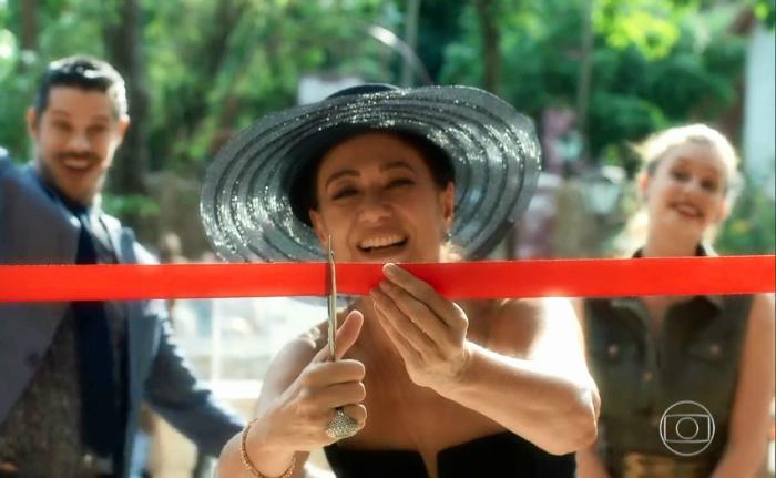 Valentina (Lilia Cabral) inaugura a Fundação Gabriel Marsalla, no último capítulo de 'O Sétimo Guardião' %u2014 Foto: TV Globo