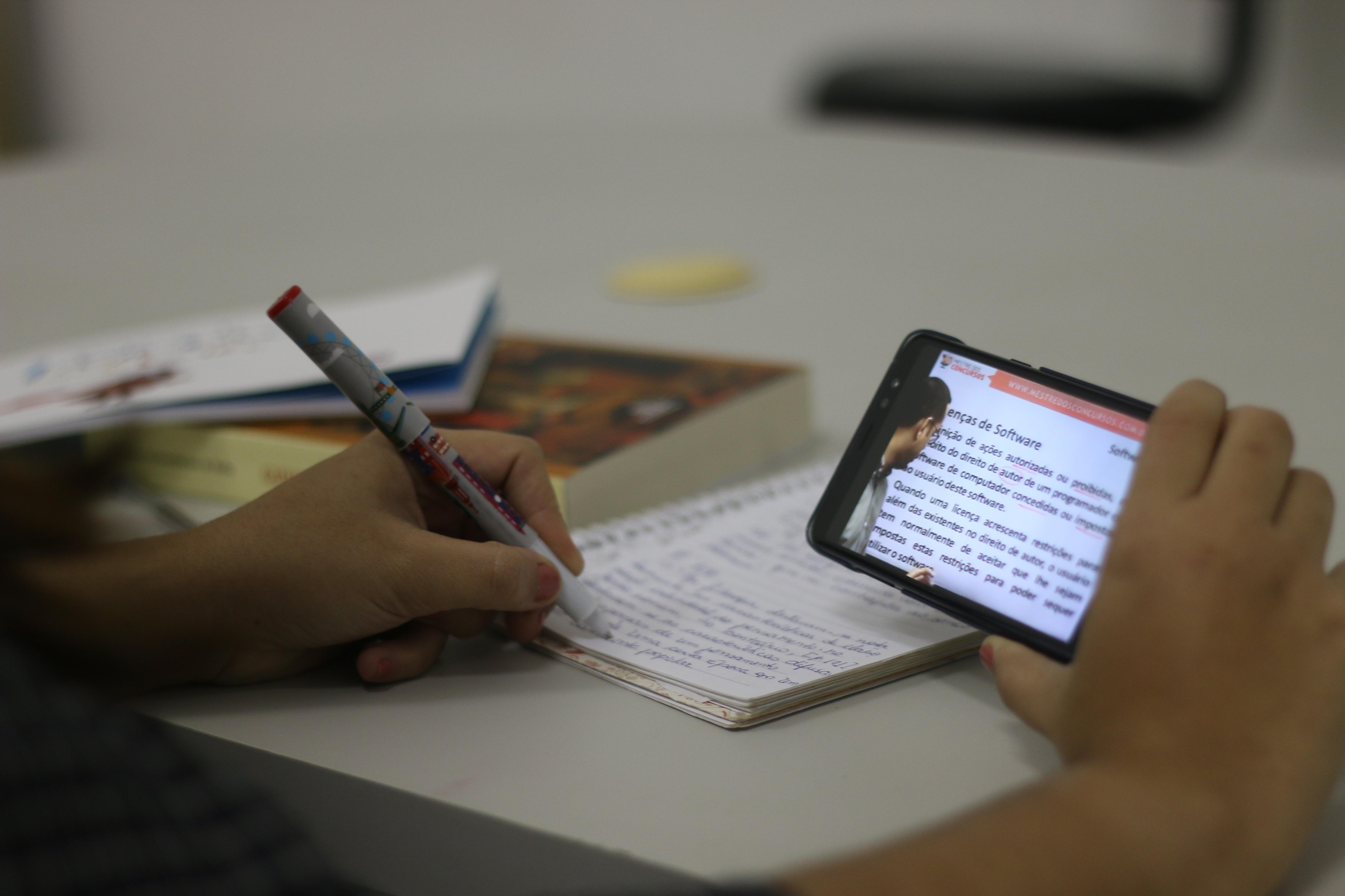 Pesquisa prevê que Brasil terá mais alunos estudando a distância do que nas salas de aula tradicionais em 2023. Foto: Gabriel Melo/Esp.DP.