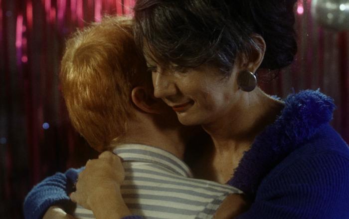 Deusimar (Yuri Yamamoto) e Jarbas (Démick Lopes) vivem romance. Foto: Alumbramento/Divulgação