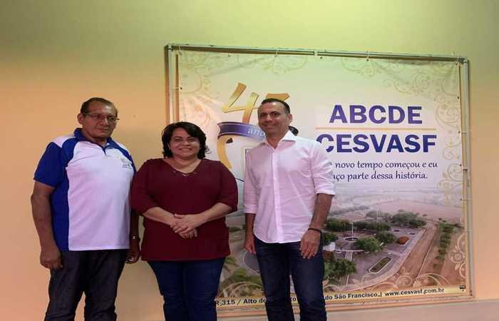 Valmi Campos (esquerda), diretor do CESVASF, Ana Gleide Sá (centro), presidente da ABCDE, instituição mantenedora da CESVASF e Sérgio Xavier (direita) - idealizador do CircuLAB. (Foto: Divulgação)