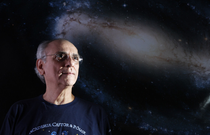 Astrólogo Eduardo Maia é diretor da academia. Para celebrar, a palestra Ascendente & Casa 1 - A aventyra do Eu no Centro e nas Órbitas acontece no alditório do Sindsep - PE, com entrada gratuita. Foto: Ricardo Fernandes / DP
