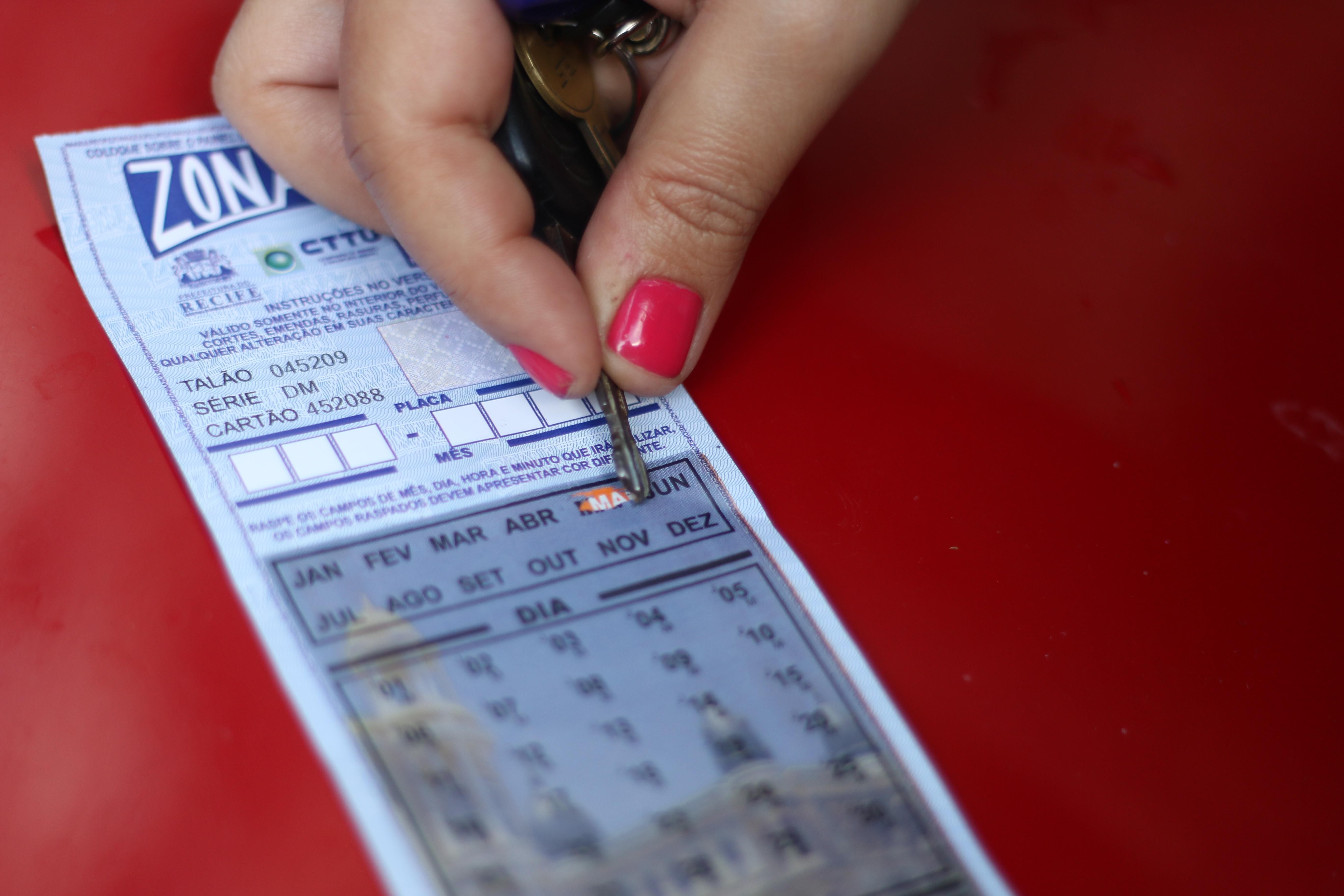Modelo de raspadinha é considerado ultrapassado e não oferece segurança para o motorista. Crédito: Gabriel Melo Esp DP