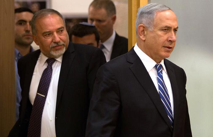 Avigdor Lieberman e Netanyahu se enfrentam nas eleiçõe. Foto: MENAHEM KAHANA / AFP