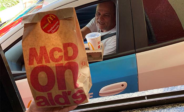 Serviço, que tem um dia especial no McDonald's, tornou-se essencial para os brasileiros. Foto: Rochelli Dantas/DP