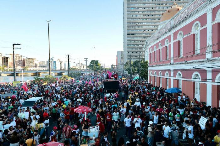 Concentração do ato acontece na Rua da Aurora. Foto: Tarciso Augusto/Esp.DP.