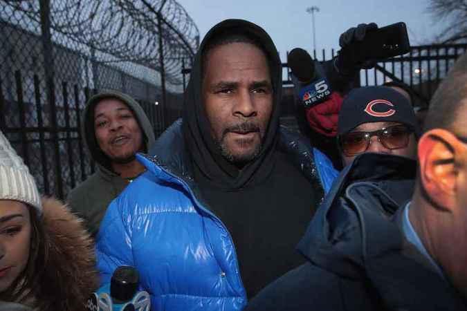 Kelly se declarou inocente das primeiras acusações e negou qualquer irregularidade após sua prisão em fevereiro. Foto: AFP / GETTY IMAGES NORTH AMERICA / SCOTT OLSON