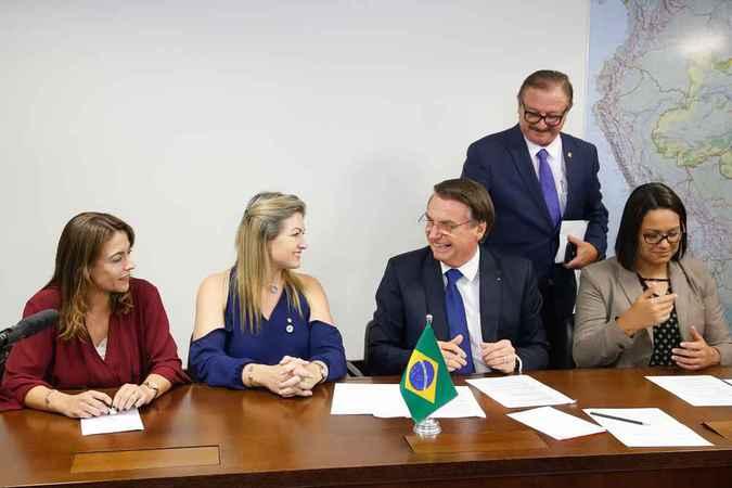 Durante a declaração, ele estava acompanhado de duas parlamentares do PSL. Foto: Isac Nóbrega/PR