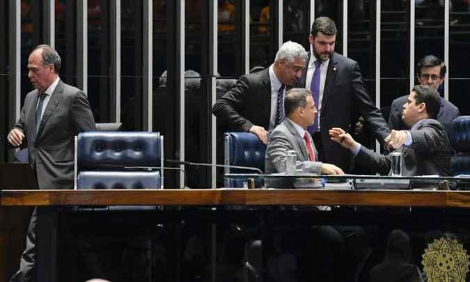 Mesa do Senado, durante a votação da MP no início da noite desta segunda-feira (3/6): mesmo que de última hora, o Planalto conseguiu vitória no Congresso. Foto: Jefferson Rudy/Agência Senado