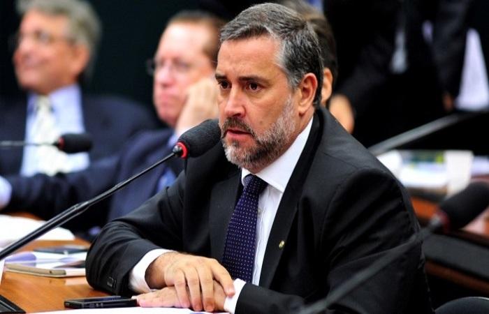 """""""Não vamos votar a favor sem uma discussão transparente, que ainda não aconteceu"""", argumentou o deputado Paulo Pimenta (PT-RS) Foto: pt.org/Divulgação"""