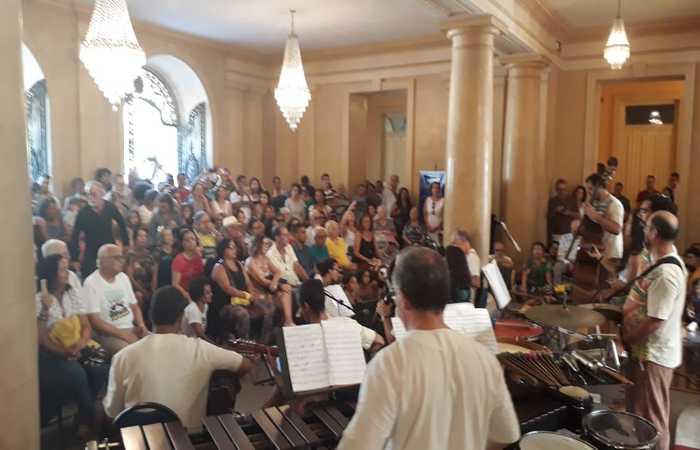 A apresentação aconteceu no hall de entrada do Palácio do Campo das Princesas. Foto: Rosália Rangel/DP
