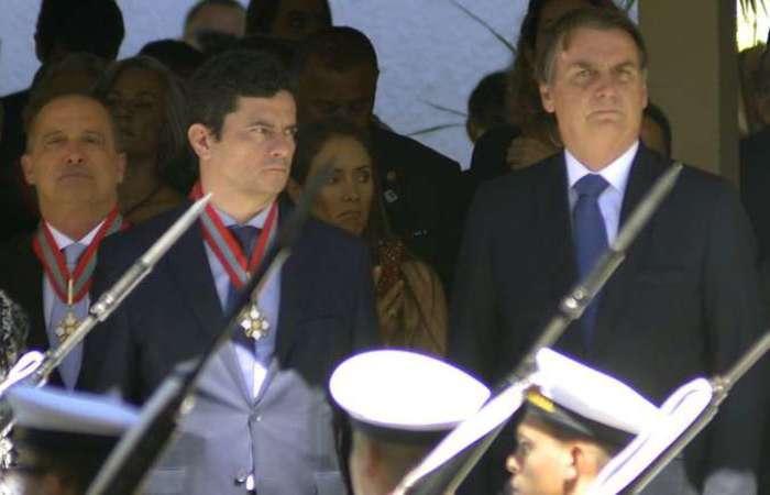 Quebra de protocolo: Moro ficou do lado direito de Bolsonaro na cerimônia no Grupamento de Fuzileiros Navais de Brasília. Foto: Edy Amaro/Esp. CB/D.A Press