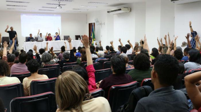 Professores da UFPE deliberaram por unanimidade pela adesão à Greve. Foto: Adufepe/Divulgação.