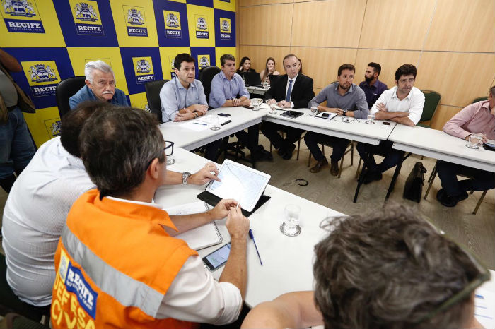 Secretários do Recife estão reunidos com o prefeito nesta tarde. Foto: Paulo Paiva/DP.