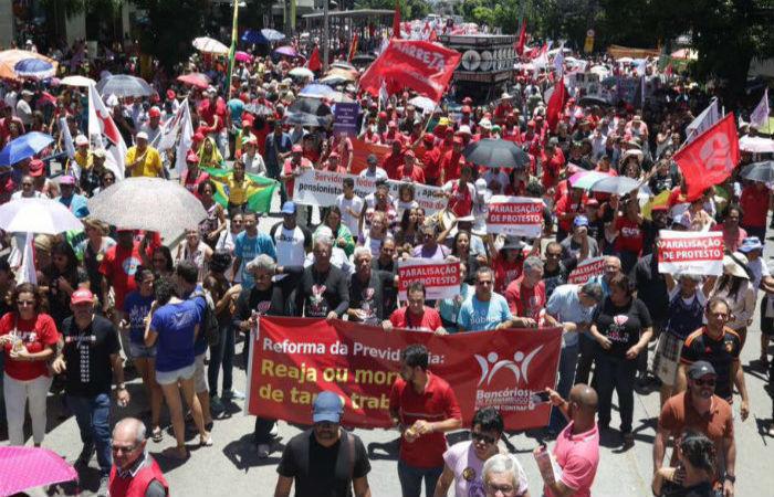 Vários profissionais de mais de 20 profissões irão manifestar apoio à paralisação. Foto: CUT/Divulgação