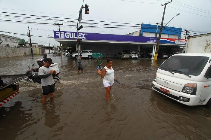 Contato com água de alagamentos pode facilitar a contaminação. Crédito: Peu Ricardo/DP