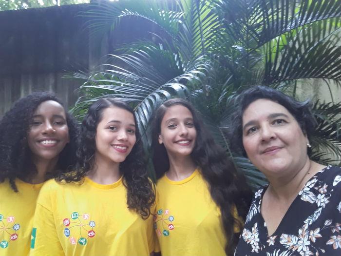 Estudantes e professora vão à cidade para participar da Genius Olympiad. Foto: Arquivo Pessoal.