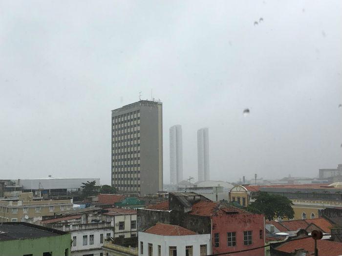 Nesse sábado (15), a Apac emitiu alerta de chuvas fortes para este domingo (16). Foto: Anamaria Nascimento/DP.